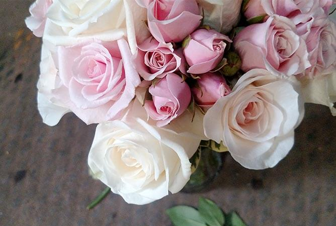wedding-bouquet-pink-white-roses