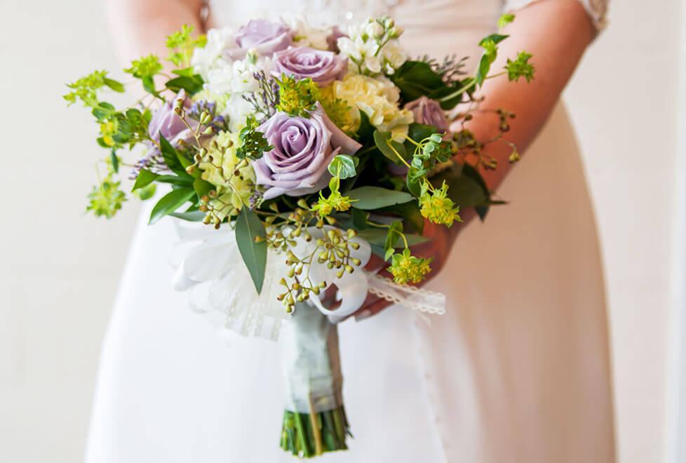 wedding-bride-with-bouquet-lavendar-roses-lg