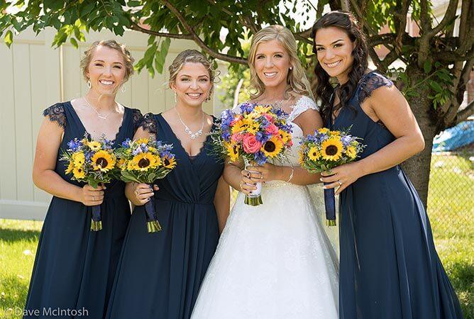 wedding-party-daisy-roses