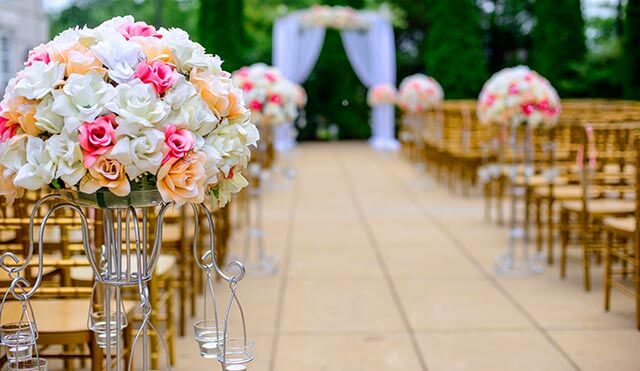 wedding-seating-floral-decorations
