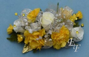 EF 860 White Roses Yellow Min Corsage