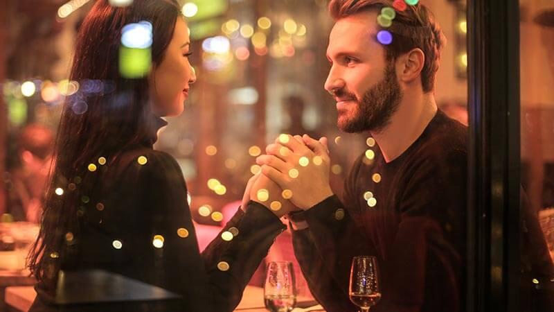 Couple enjoying a romantic dinner pexels andrea piacquadio